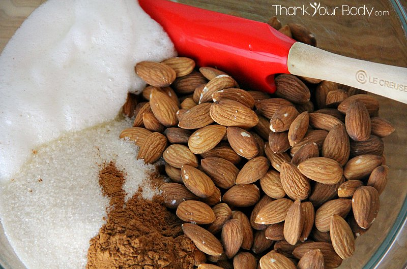 These delicious and easy cinnamon almonds make a great gift!