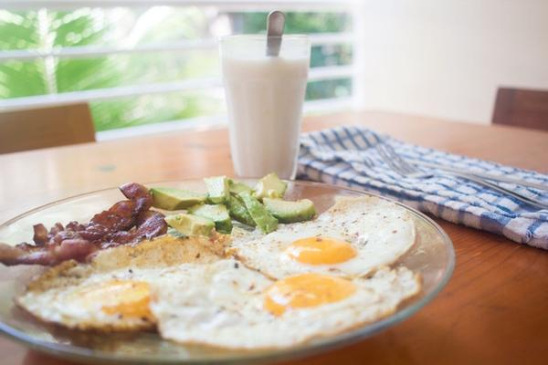 low-carb-breakfast_